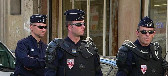 Personnes condamnées pour infractions à caractère terroriste : est-ce vraiment possible de les surveiller ?